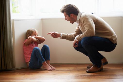 子供に手を上げる