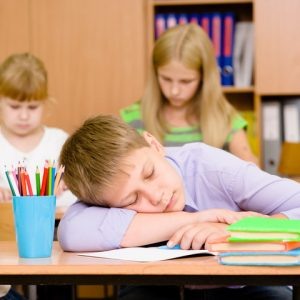 授業中寝る子供